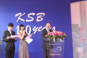 Dr. Peter Buthmann at the plant s opening ceremony in Changzhou. (Foto: KSB)