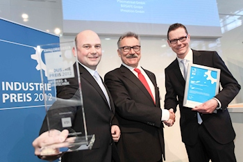 Indusrty Prize 2012 � winner in the Power Transmission and Control category: Dr. Thomas Paulus (KSB), Prof. Dr.-Ing. habil. Bruno O. Braun (VDI), Daniel Gontermann (KSB) (from left) (Image: � Huber Verlag f�r Neue Medien)