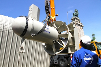 Putting a Voith StreamDiver into position (Image: Voith)