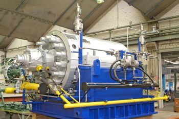 CHTD pumps of the type that will be supplied to the South Helwan power station in Egypt (KSB Aktiengesellschaft)