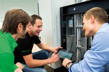 Following the theoretical part, participants will work in small groups on existing systems and learn how to convert reciprocating and screw compressors for use with eco-friendly refrigerants (Image: Bitzer)