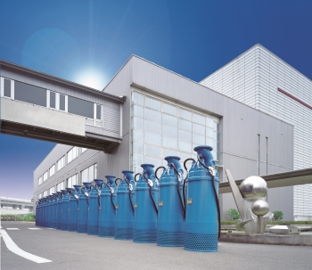 Multi-level high-pressure pump of the type LH4110W, in a line in front of the Tsurumi plant in Kyoto (Image: Tsurumi)