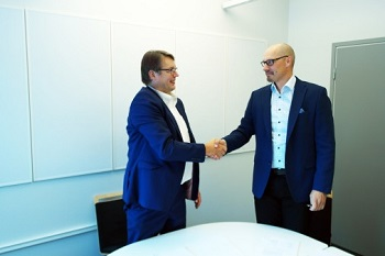 By combining the expertise, Flowrox and Polar-Automaatio provide customers with more comprehensive solutions . In the photo Jukka Koskela (CEO of Flowrox Oy) and Markus Saloniemi (CEO of Polar-Automaatio). (Image: Flowrox Oy)