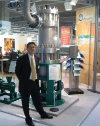 Nicolaus Krämer, authorized signatory of Hermetic Pumpen, next to the world's largest canned motor pump