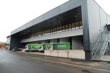 Oerlikon Leybold Vacuum bezieht das neue logistische Zentrum