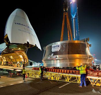 Voith transportiert ein 73 Tonnen-Laufrad mit einem Flugzeug zum Wasserkraftwerk Bratsk in Sibirien