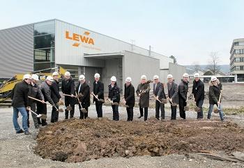 Lewa expandiert: Zusätzliche 15.000 m² für Erweiterung von Produktion, Logistik & Verwaltung