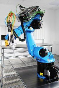 ViscoTec erweitert Technikumsräume: Neuer KUKA-Roboter für Dosierversuche