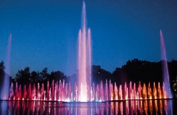 Farbenprächtiges Wasserspektakel dank 116 Speck Pumpen