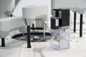 Fluidmanagement-Systeme von Bürkert für die In-Vitro-Diagnostik