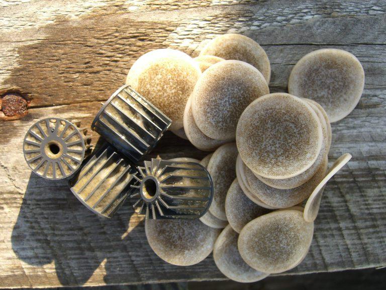 Mikroplastik in der biologischen Abwasserreinigung – Muss das sein?