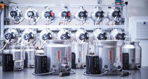 Two new turbomolecular pump sizes from Leybold for R&D and industrial applications