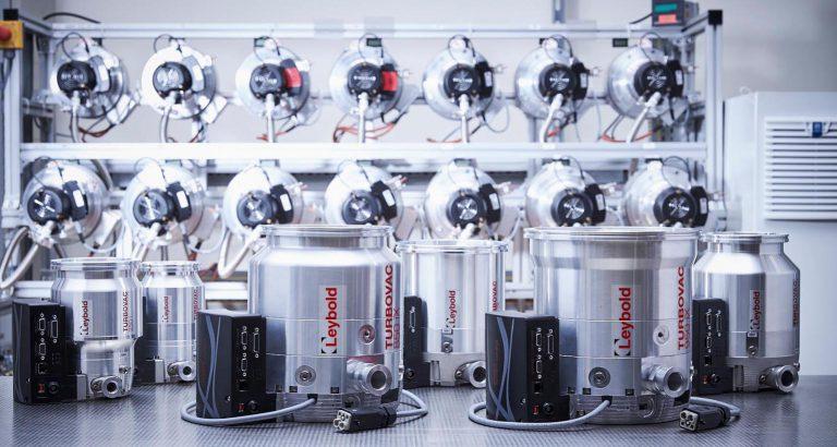Zwei neue Größen der Turbomolekularpumpen von Leybold für Forschungs- und Industrie-Anwendungen