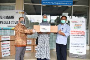 Die Grundfos Foundation spendet Geld an Aksi Cepat Tanggap, um die Sicherheit des indonesischen Gesundheitspersonals zu gewährleisten