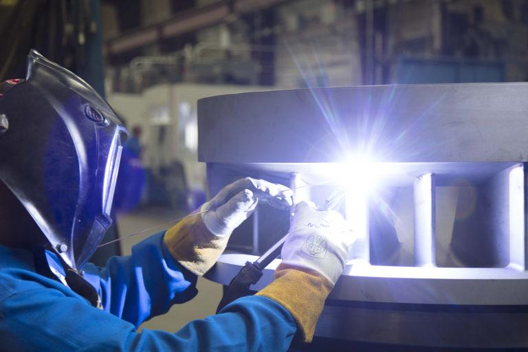 Installazione di materiali moderni e aggiornamenti del design attraverso progetti di retrofit negli impianti chimici