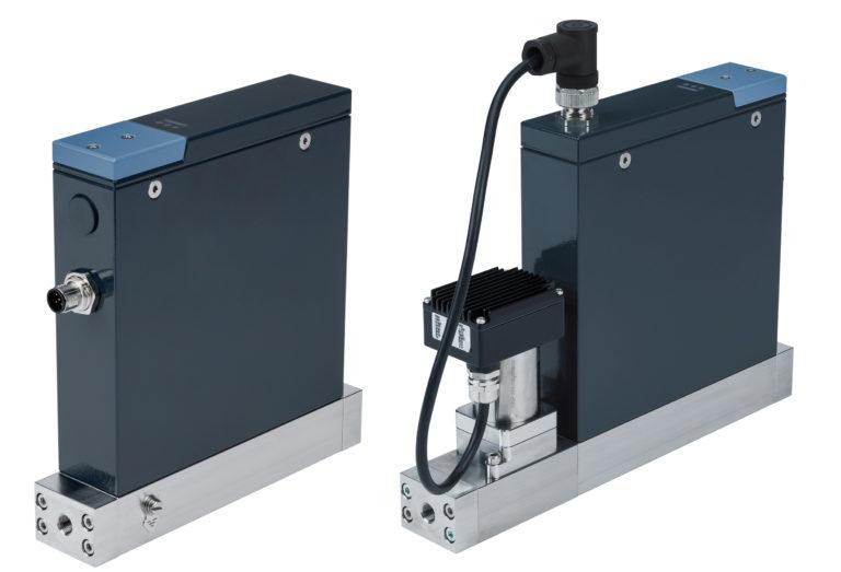 Kompakte Massendurchflussmesser/-regler mit Coriolis-Sensor