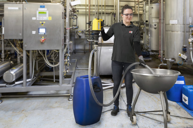 Pompa a vite eccentrica per lo svuotamento di liquidi viscosi da contenitori a collo stretto