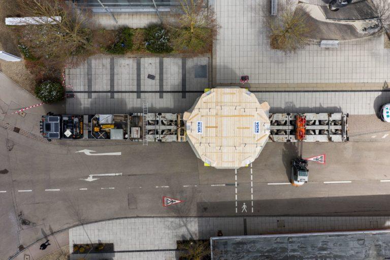 Voith Hydro transporta un estator gigante a la central eléctrica de Baviera