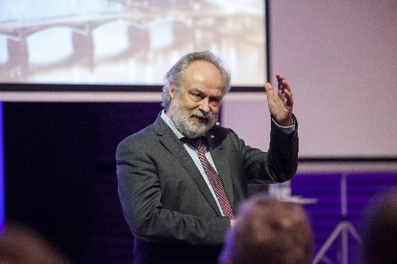 Prof. Dr.-Ing. Michael Günther feiert 30-jähriges Betriebsjubiläum bei Uponor